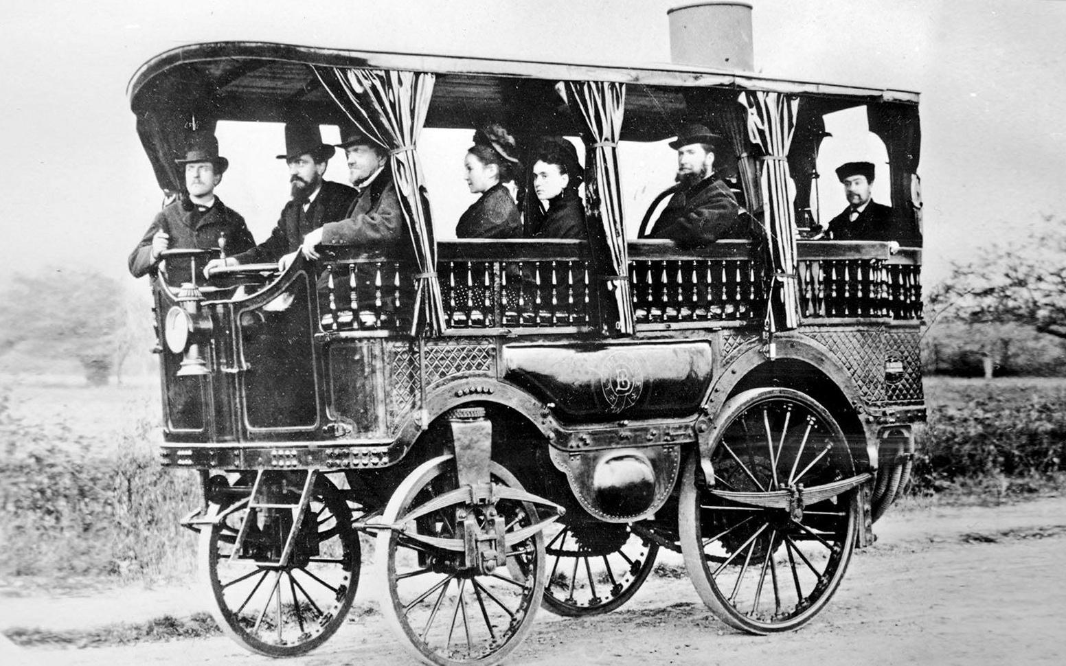 Первый в мире автобус