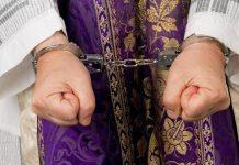 Священник в наручниках