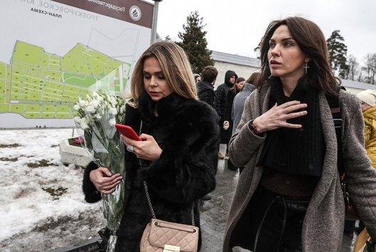 Экс-участницы группы «Блестящие» Надежда Ручка (слева) и Ксения Новикова