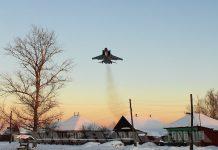 Самолет над деревней