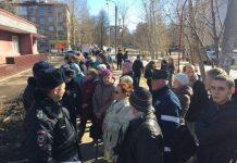 В Перми больных держали на улице, пока Дмитрий Медведев общался с врачами в поликлинике