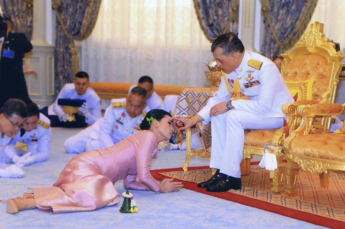 Маха и Сутхида Вачиралонгкорн на свадьбе