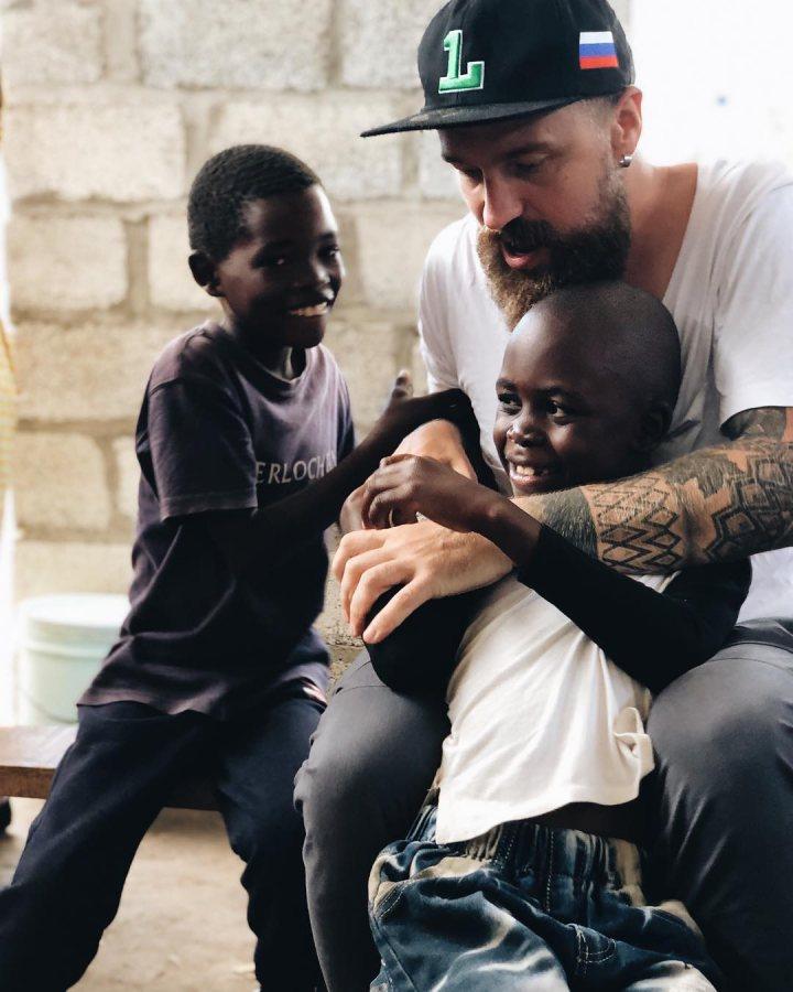 Героев фильма Дудя депортируют из Замбии за демонстрацию бедности 2020 Дудь, Замбия, Лубинда Хаабазока, Юрий Дудь